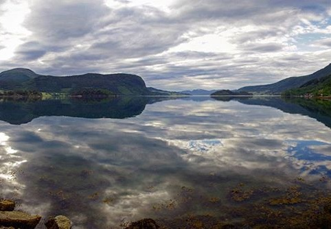 #norway #norge #fjord #landscape #summer #holiday #fewmonthsago #norvegianfjords #sky #sea #nature #mirrorimage #amazing #travel #photography #pentaxk30