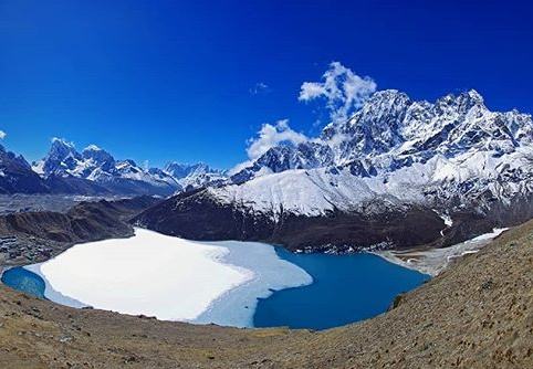 #nepal #gokyo #gokyolake #gokyori  #hymalaya #mountains #snow #bluesky #incredible #lake #trekking  #pentaxk30 #neverstopexploring